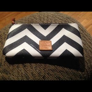 Dooney & Bourke Make Up/Bag
